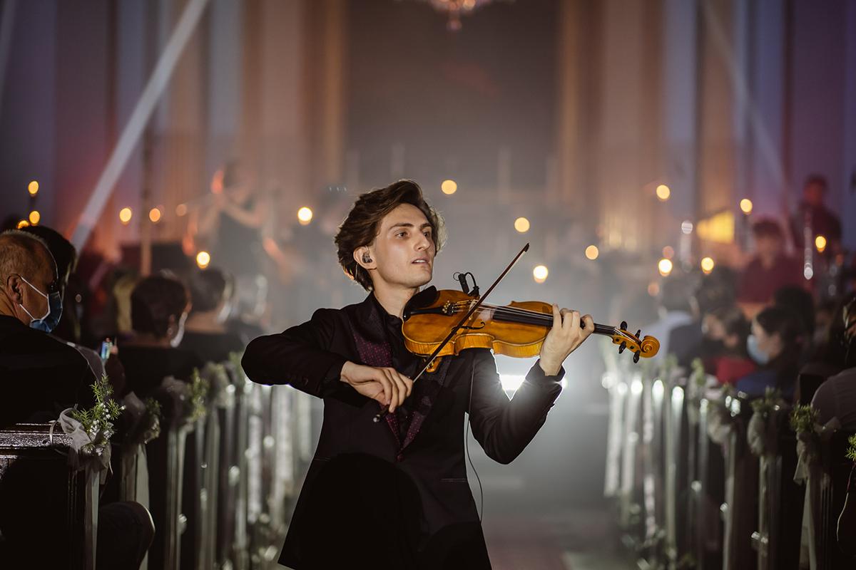 Fenomenálny huslista Filip Jančík sa opäť vracia na pódiá. Navštívi aj tvoje mesto?
