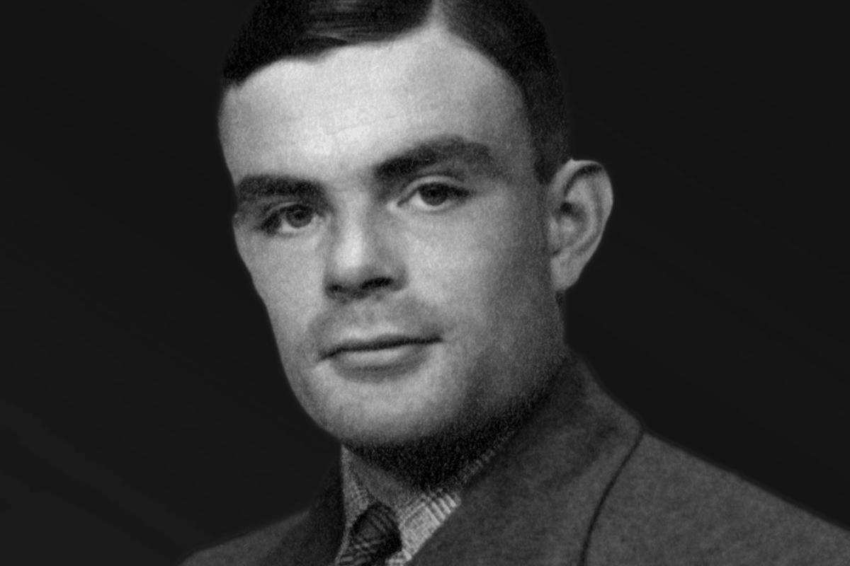 Vojnový hrdina a génius informatiky. Alana Turinga kvôli jeho sexualite dohnali k smrti